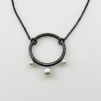 elegant simple pearl necklace
