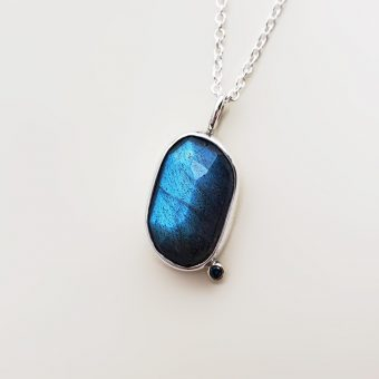 Accent necklace blue labradorite