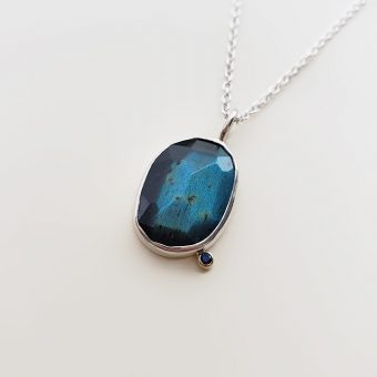 Accent necklace teal labradorite